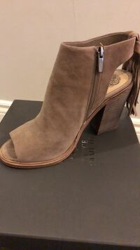Vince Camuto wedge sandals  Toronto, M4A 2Y1