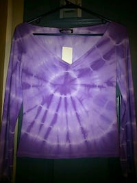 Women's top size small pick up only  London, N5W 2Y8