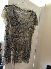 gray and black floral scoop-neck shirt Lachine, H8S 0A4