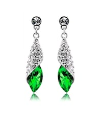 pair of green-and-silver hook earrings Montreal, H8T