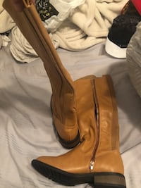 pair of brown leather side-zip boots Middleburg, 20117