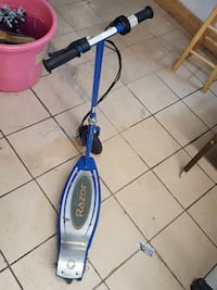 blue and silver Razor kick scooter Blue Island, 60406