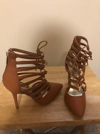 Pair of brown leather open-toe heeled sandals Bloomfield, 07003