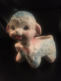 Adorable vintage ceramic lamb planter collectible (late '50's) Vancouver, V6M 1T5