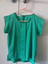 Summertime size small blouse  North Vancouver, V7P 1S8