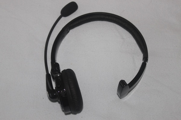 b838f1afe55 Used Blue tiger Bluetooth headset for sale in Jericho - letgo