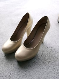 beige-ish white leather pumps shoes
