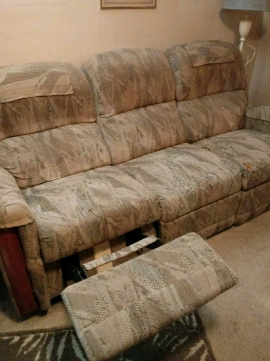 ❗ONLY $40❗ RECLINER Couch LAZYBOY