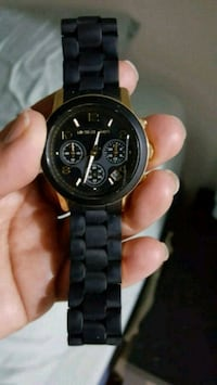 round black chronograph watch with black link bracelet 38 km