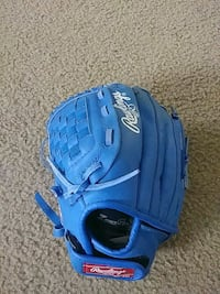 Youth T-Ball/Baseball Glove (For RIGHT Hand)