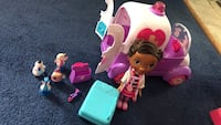 Doc Mcstuffins Rosie the ambulance & doc doll plus four additional figurines Auburn, 01501
