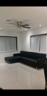black sectional pull out Oakland Park, 33334