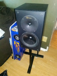 nuaunce speakers with stands Edmonton, T6K 2B5