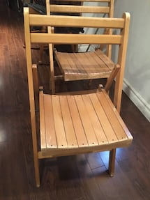 Foldable wood chair
