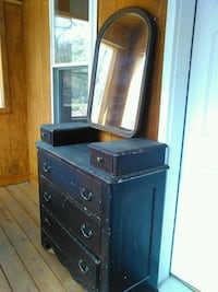 Dresser w/ 3 drawers, mirror included Middle Grove, 12850