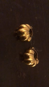 Gold tone clip on earrings- deco style  New York, 10021