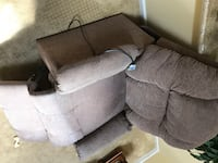 Lift recliner chair/very good condition OBO Herndon, 20170