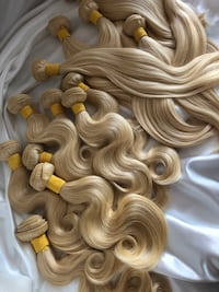 Lots of human hair - 613 Blonde Weft Extensions