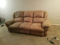 3 cohesion retraction couch  Metairie, 70001