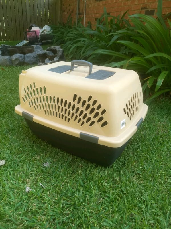 DOG KENNEL CRATE TAXI CARRIER c3161292-1ecf-4d72-85e3-d81f77aa3b8b