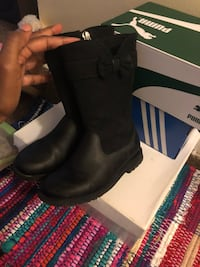 Black Boots with bow Washington, 20002