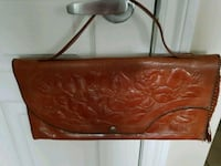 Vintage purse in leather ..negotiable  Laval, H7W 0G1