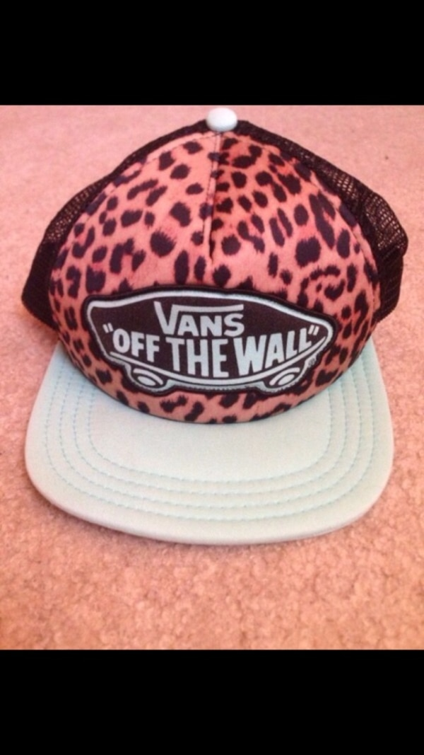 e680ef654b7 Used brown black and white vans off the wall snap back cap for sale in  Tinley Park - letgo