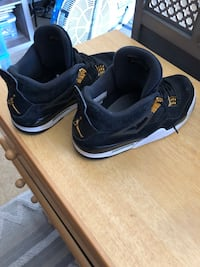 pair of black-and-white Nike sneakers Poulsbo, 98370