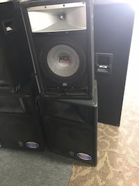 BEST DEALS AND GREAT CONDITIONS!! POWER & CORDLESS SPEAKERS!! 100$ & Up Negotiable!! 78 km