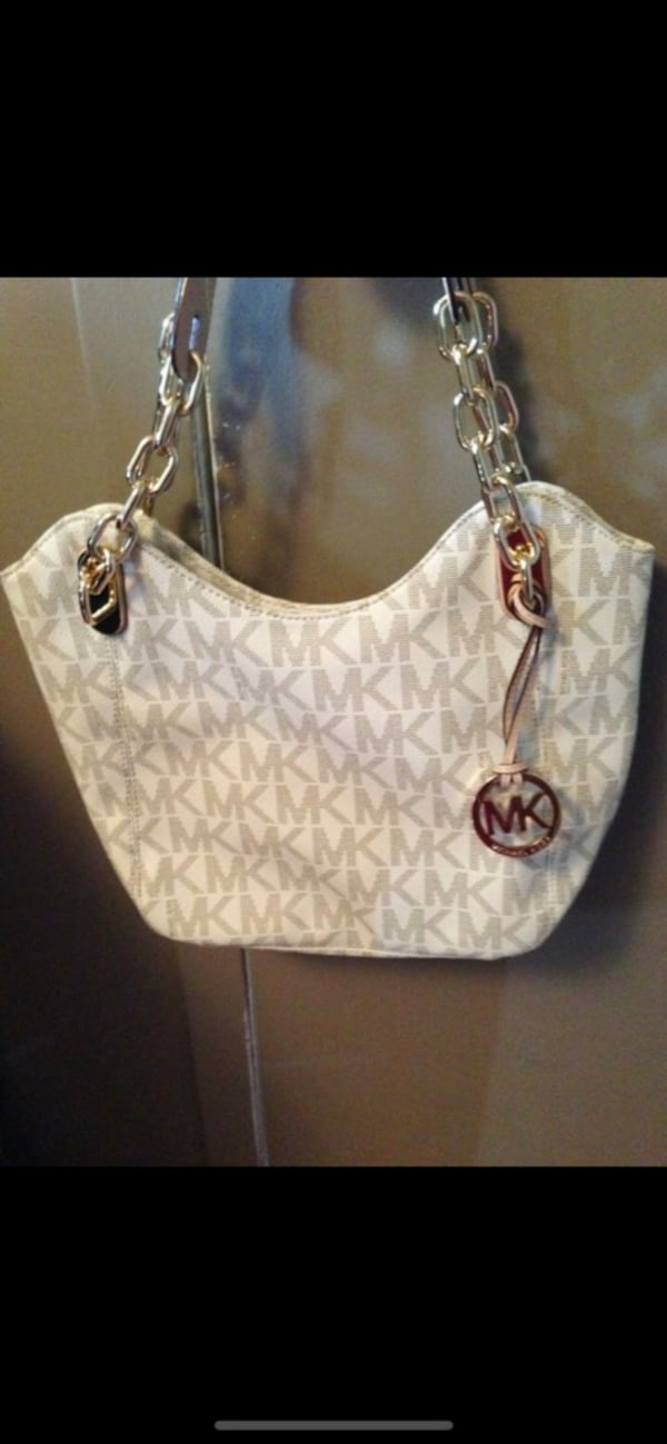 Authentic Michael Kors Purse baf95805-42ea-441d-9a3f-2c73c1e027b1