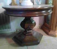Wooden end table Palm Springs, 92262