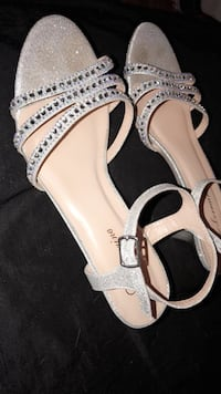Size 8, Been worn once Bellair, 32073