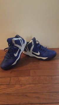 Women air max shoes (size 9)