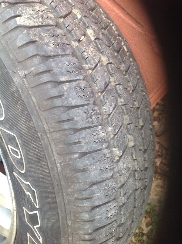4 tires and wheels off ford expedition. good year 18 in 6236c3a5-69c9-4458-ab7f-d24b9517c22d