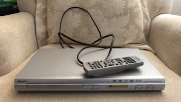 DVD and CD player with remote by Memorez