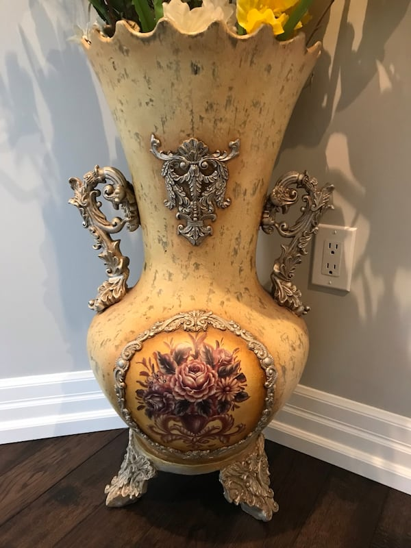 Vase and flowers 1