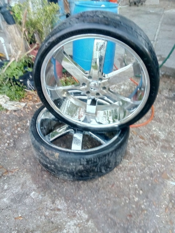 26 Inch Rims 6 Lug Chevy Paint Chipping Need Tires