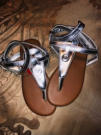 pair of brown leather thong sandals 53 km