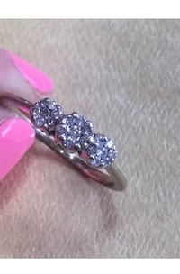 You're viewing a Stunning 14K Solid White Gold Genuine Diamond Cluster Ladies Band/Ring.  Size 8 1/4.  Marked 14K on the inside of the band.  Weighing 2.5 Grams.  Featuring round Genuine Diamonds in a cluster setting.  In great condition.  Please see phot Surrey, V4N 6A2