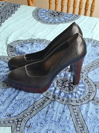 Size 8 autograph pin up platform pumps Burnaby