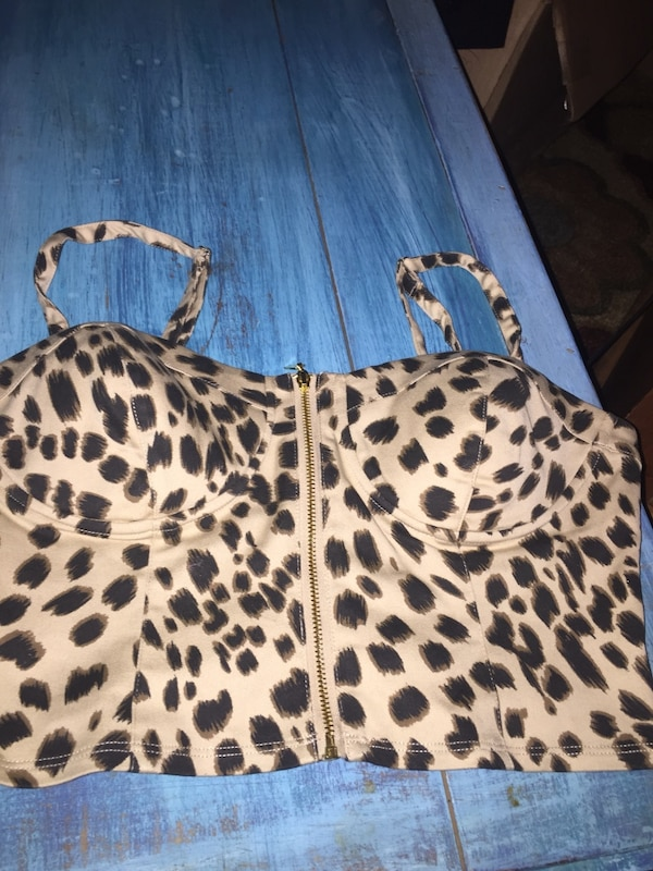 a4f9e41a54d3 Used Guess crop top leopard print size s/p for sale in Scottsville - letgo