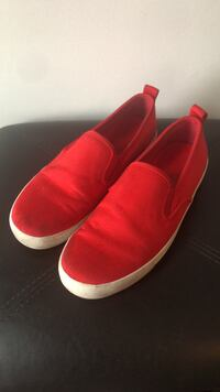 Womens Size 7 Red Sneakers Chicago, 60647