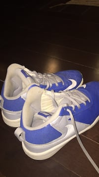 Almost New Nike Hustle Team D7 Sneakers  Size 6 Columbia, 21045