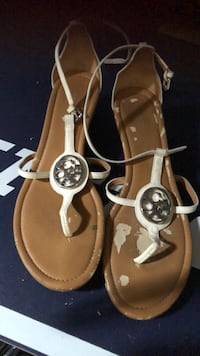 Coach sandals size 10 only where you see white is warn other then that the sandals are in great condition  Mississauga, L5N 1Y6