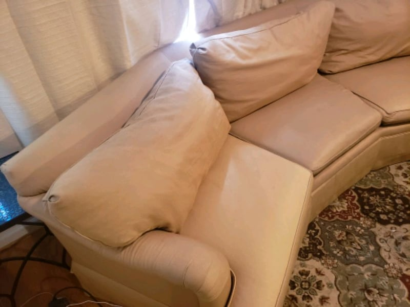 Henredon Upholstery Collection Large Sofa debf0e5a-9d20-4f02-a02f-362cccc9534e