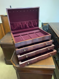 Beautiful Reed & Barton Athena Jewelry Chest in Mahogany