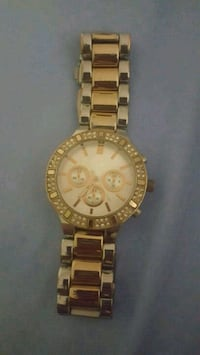 round gold-colored chronograph watch with link bracelet Chicago, 60610