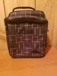 Roots lunch bag London, N6G 4A2