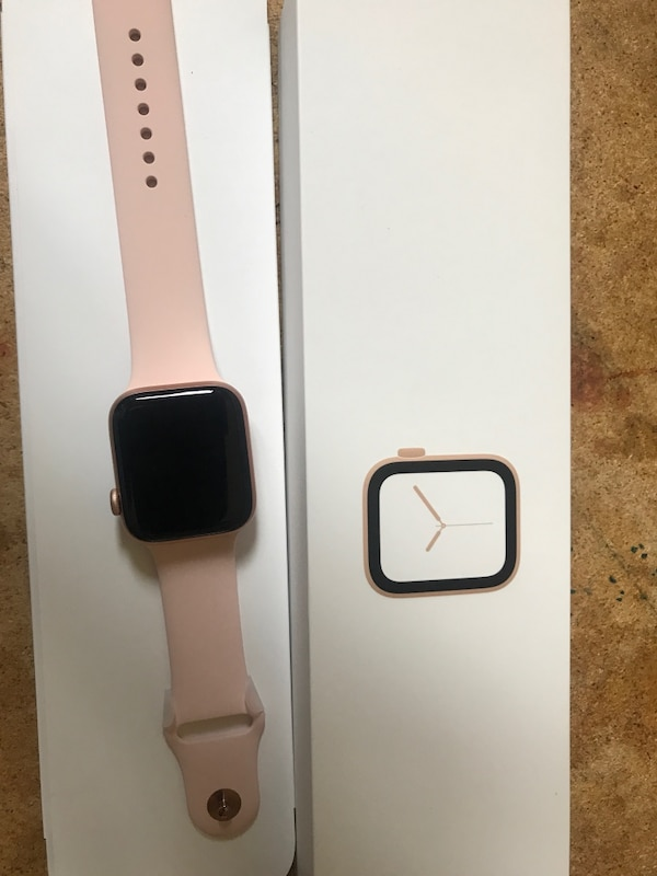Rose Gold Apple Watch 4TH Generation 0