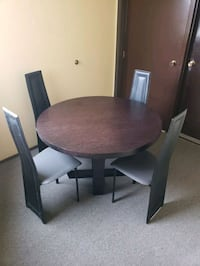 Round dining table +4 leather chairs